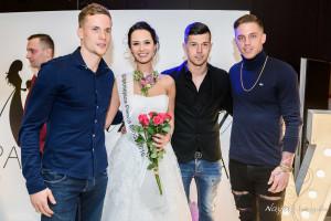 zwyciezczyni-2016-z-pilkarzami-lech-poznan